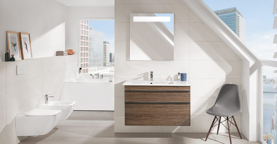 A bathroom with an inclined roof - Venticello, Squaro Edge 12